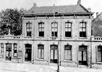 het oude gebouw van de Nieuwe Koninklijke Harmonie